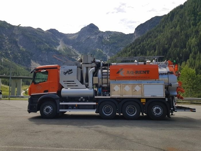 aqrent air displacement truck with cyclone separator.JPG