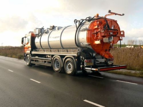 sewer combi vacuum truck for rent aqrent 2.JPG