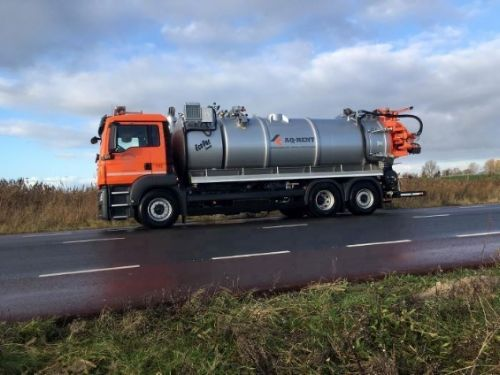 sewer combi vacuum truck for rent aqrent 3.JPG