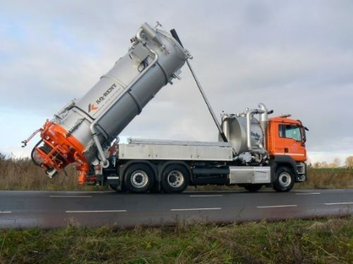 sewer combi vacuum truck for rent aqrent 4.JPG