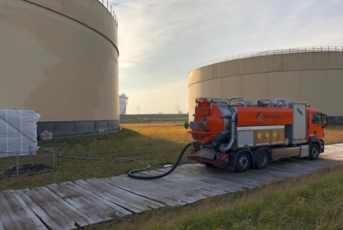 vacuum truck with blower aqrent 4.JPG